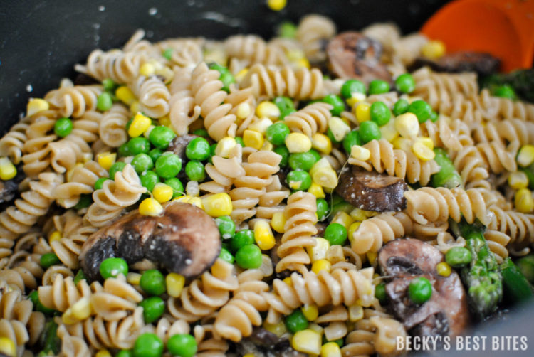 Sweet Corn and Spring Vegetable Pasta is a healthy vegetarian main dish or hearty side dish that pairs perfectly with grilled meats. Bright, colorful and packed with vitamins and nutrients from all those veggies, this pasta salad is a real winner! | beckysbestbites.com #SunshineSweetcorn #IC #ad