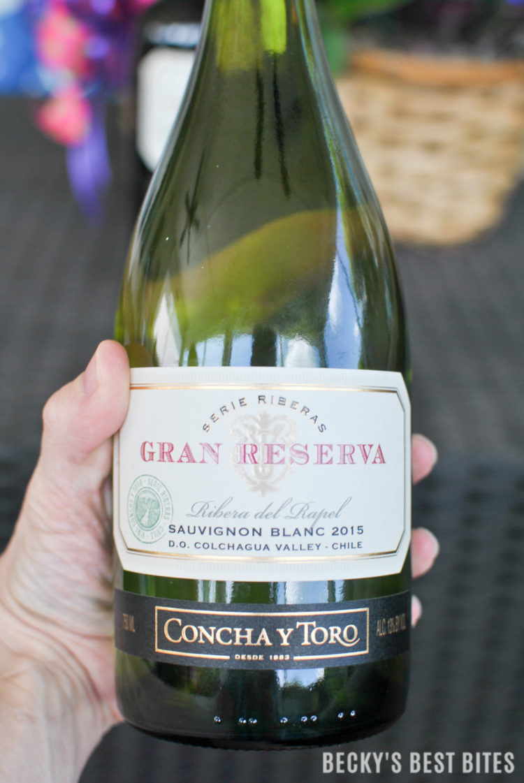 How I Wine Down While My Family Golfs! Learn how to enjoy a $25 credit on a round of golf at major golf courses nationwide & enter to win a year of FREE GOLF courtesy of Concha y Toro Gran Reserva Wines. #GranReservaGolf #ad| beckysbestbites.com